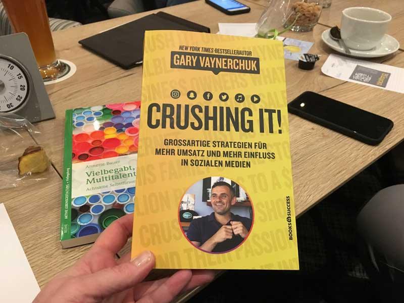 """Buchtipp: """"Crushing it! Großartige Strategien für mehr Umsatz und mehr Einfluss in sozialen Medien"""" von Gary Vaynerchuck"""